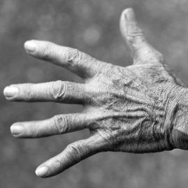Ostéopathie et Séniors personnes agées retraité hadrien corjon ostéopathe guilvinec finistère 29